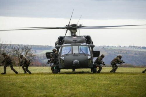 The European Parliament opens the way for a defense commissioner and pushes states to find €76 bn for weapons