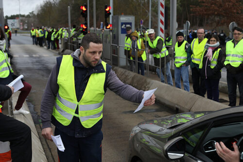 """Journalists and the """"yellow vests"""": a story of love and hate"""